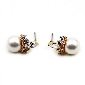 Noble pearls crown crystal earrings